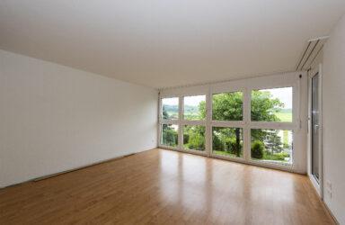 Teilrenovierte 4.5-Zimmer-Wohnung  in Menzingen